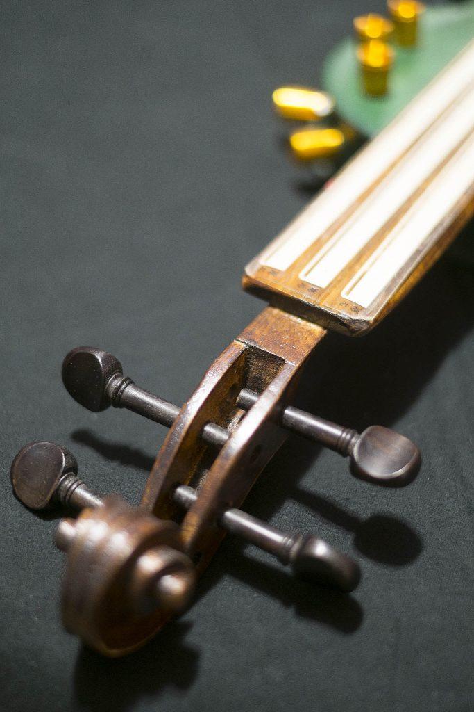 how to make vioce sound like god on garadge band